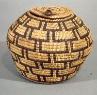 Klickitat%20artist%2C%20%3Cb%3E%3Ci%3E%20Lidded%20Basket%3C%2Fi%3E%3C%2Fb%3E%2C%20ca.%201890%2C%20cedar%20root%20and%20beargrass%2C%20Gift%20of%20Mrs.%20Richard%20Nunn%20and%20Lucy%20Trevett%2C%20no%20known%20copyright%20restrictions%2C%2040.34.8