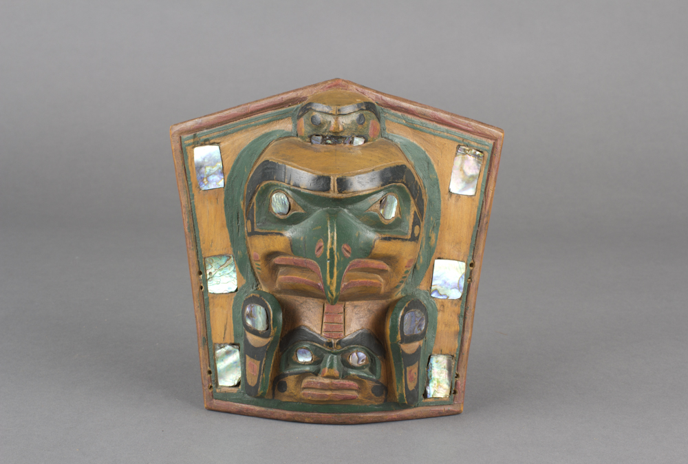 Kwakwaka%27wakw%20artist%2C%20%3Cb%3E%3Ci%3E%20Headdress%20Frontlet%3C%2Fi%3E%3C%2Fb%3E%2C%20pre-contact%2C%20paint%20on%20alder%20with%20abalone%20shell%20inlay%2C%20Museum%20Purchase%3A%20Indian%20Collection%20Subscription%20Fund%2C%20Rasmussen%20Collection%20of%20Northwest%20Coast%20Indian%20Art%2C%20no%20known%20copyright%20restrictions%2C%2048.3.423