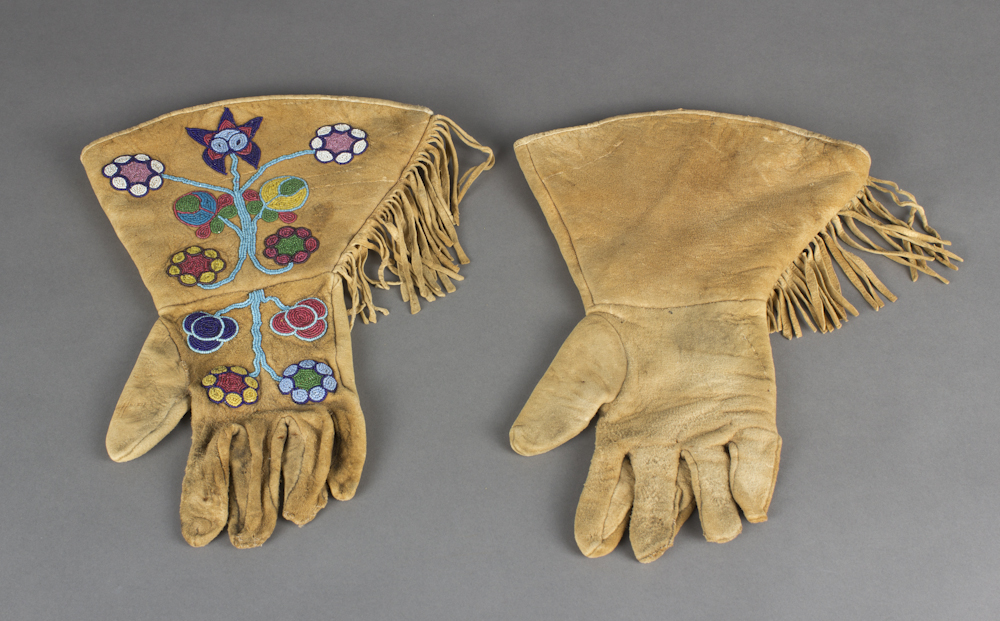Yakama%20artist%2C%20%3Cb%3E%3Ci%3E%20Luk%27im%20%28Gloves%29%3C%2Fi%3E%3C%2Fb%3E%2C%20ca.%201920%2C%20hide%20and%20glass%20beads%2C%20Gift%20of%20Richard%20W.%20Sundeleaf%20in%20memory%20of%20his%20mother%2C%20Gracia%20Myrtle%20Sundeleaf%2C%20and%20his%20granddaughter%2C%20Kirsten%20Mary%20Wright%2C%20no%20known%20copyright%20restrictions%2C%2084.34.5A%2CB