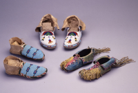 Blackfeet%20artist%2C%20%3Cb%3E%3Ci%3E%20Moccasins%3C%2Fi%3E%3C%2Fb%3E%2C%20ca.%201890%2C%20leather%2C%20rawhide%2C%20and%20glass%20beads%2C%20The%20Elizabeth%20Cole%20Butler%20Collection%2C%20no%20known%20copyright%20restrictions%2C%202009.1.19a%2Cb