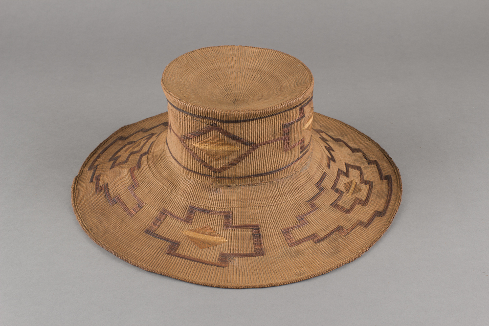 Tlingit%20artist%2C%20%3Cb%3E%3Ci%3E%20Basketry%20Hat%3C%2Fi%3E%3C%2Fb%3E%2C%20ca.%201900%2C%20spruce%20root%2C%20grass%20and%20natural%20dyes%2C%20The%20Elizabeth%20Cole%20Butler%20Collection%2C%20no%20known%20copyright%20restrictions%2C%2091.95.53