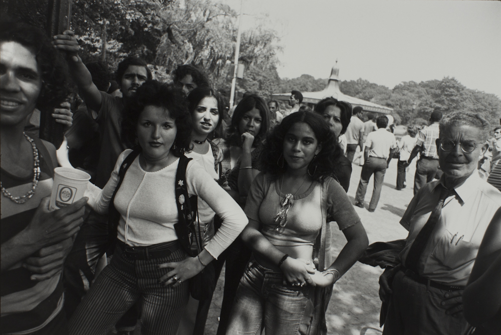Garry%20Winogrand%2C%20%3Cb%3E%3Ci%3E%20Untitled%2C%20from%20the%20portfolio%20Women%20Are%20Beautiful%3C%2Fi%3E%3C%2Fb%3E%2C%20ca.%201971%20%28negative%29%3B%201981%20%28print%29%2C%20gelatin%20silver%20print%2C%20Gift%20of%20Rick%20A.%20Cigel%2C%20%26%23169%3B%20The%20Estate%20of%20Garry%20Winogrand%2C%20courtesy%20Fraenkel%20Gallery%2C%20San%20Francisco%2C%201998.61.8