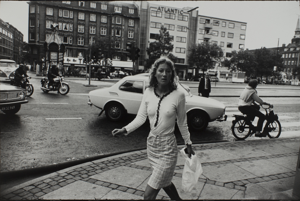 Garry%20Winogrand%2C%20%3Cb%3E%3Ci%3E%20Untitled%2C%20from%20the%20portfolio%20Women%20Are%20Beautiful%3C%2Fi%3E%3C%2Fb%3E%2C%20ca.%201970%20%28negative%29%3B%201981%20%28print%29%2C%20gelatin%20silver%20print%2C%20Gift%20of%20Rick%20A.%20Cigel%2C%20%26%23169%3B%20The%20Estate%20of%20Garry%20Winogrand%2C%20courtesy%20Fraenkel%20Gallery%2C%20San%20Francisco%2C%201998.61.33