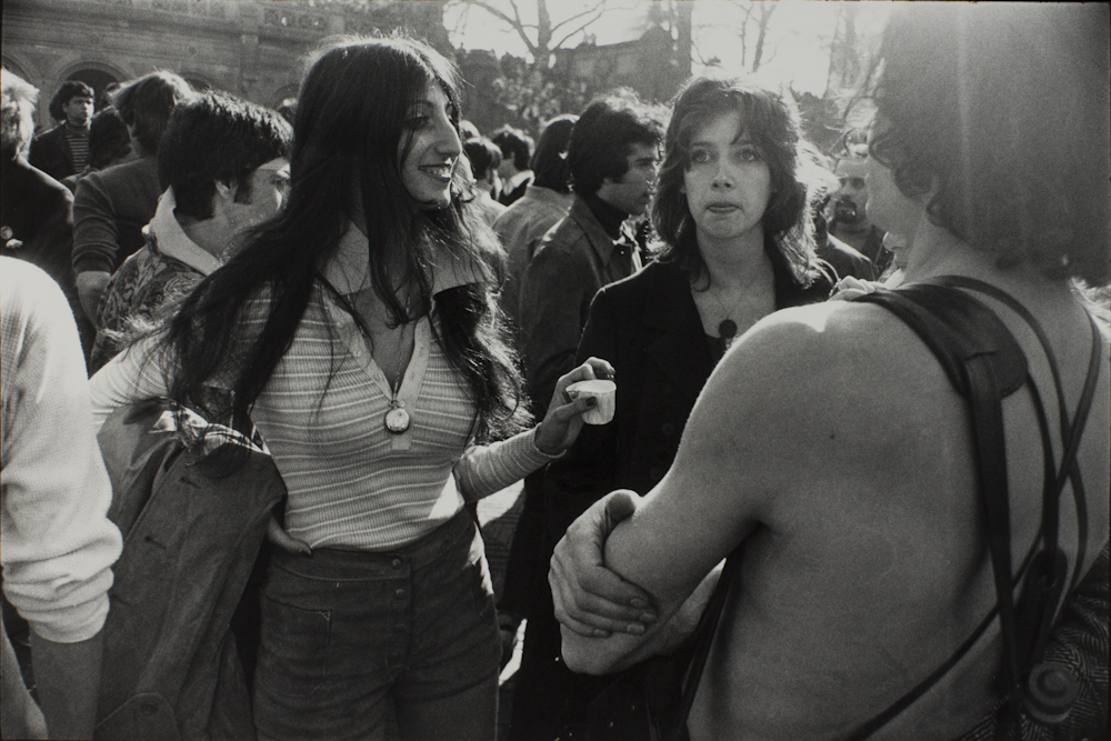 Garry%20Winogrand%2C%20%3Cb%3E%3Ci%3E%20Untitled%2C%20from%20the%20portfolio%20Women%20Are%20Beautiful%3C%2Fi%3E%3C%2Fb%3E%2C%201971%20%28negative%29%3B%201981%20%28print%29%2C%20gelatin%20silver%20print%2C%20Gift%20of%20Rick%20A.%20Cigel%2C%20%26%23169%3B%20The%20Estate%20of%20Garry%20Winogrand%2C%20courtesy%20Fraenkel%20Gallery%2C%20San%20Francisco%2C%201998.61.52