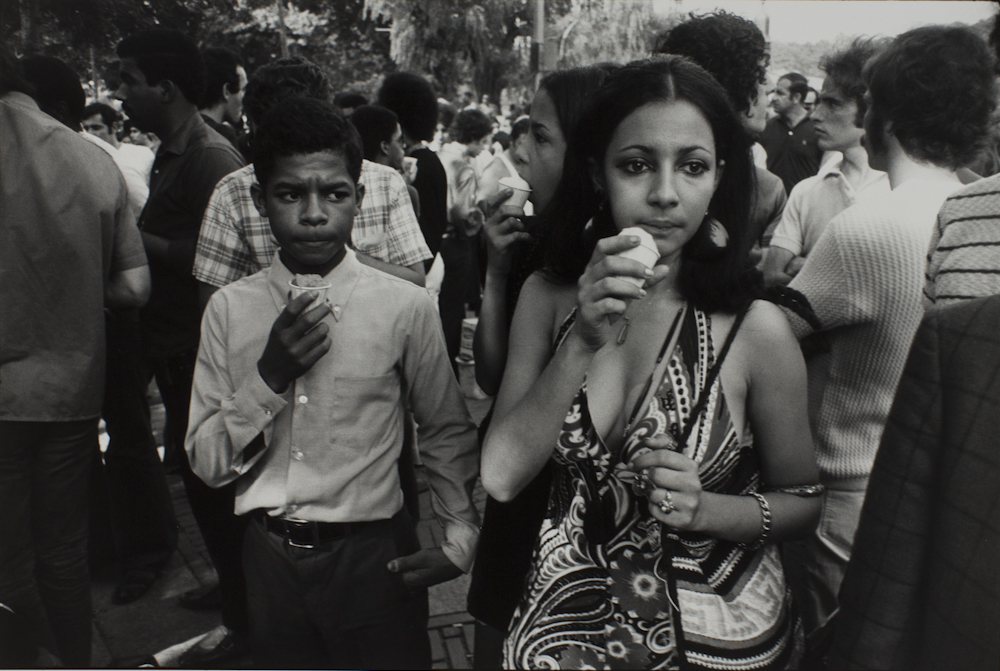 Garry%20Winogrand%2C%20%3Cb%3E%3Ci%3E%20Untitled%2C%20from%20the%20portfolio%20Women%20Are%20Beautiful%3C%2Fi%3E%3C%2Fb%3E%2C%201969%20%28negative%29%3B%201981%20%28print%29%2C%20gelatin%20silver%20print%2C%20Gift%20of%20Rick%20A.%20Cigel%2C%20%26%23169%3B%20The%20Estate%20of%20Garry%20Winogrand%2C%20courtesy%20Fraenkel%20Gallery%2C%20San%20Francisco%2C%201998.61.69