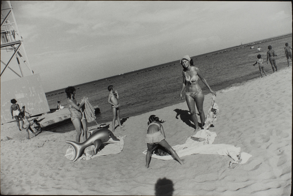 Garry%20Winogrand%2C%20%3Cb%3E%3Ci%3E%20Untitled%2C%20from%20the%20portfolio%20Women%20Are%20Beautiful%3C%2Fi%3E%3C%2Fb%3E%2C%20ca.%201972%20%28negative%29%3B%201981%20%28print%29%2C%20gelatin%20silver%20print%2C%20Gift%20of%20Rick%20A.%20Cigel%2C%20%26%23169%3B%20The%20Estate%20of%20Garry%20Winogrand%2C%20courtesy%20Fraenkel%20Gallery%2C%20San%20Francisco%2C%201998.61.84