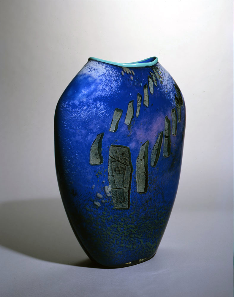 William%20Morris%2C%20%3Cb%3E%3Ci%3E%20Hand-blown%20Glass%20Vase%3C%2Fi%3E%3C%2Fb%3E%2C%201985%2C%20blown%20glass%2C%20Bequest%20of%20E.%20Kenneth%20Henderson%20and%20William%20Russo%2C%20%26%23169%3B%201985%20William%20Morris%2C%202009.38.12