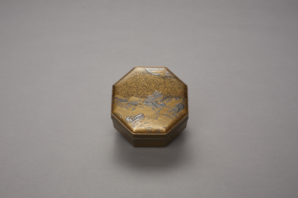 Japan%2C%20unknown%20artist%2C%20%3Cb%3E%3Ci%3E%20Octagonal%20incense%20box%20with%20design%20of%20waves%20and%20rocks%20under%20a%20full%20moon%3C%2Fi%3E%3C%2Fb%3E%2C%2017th%2Fearly%2018th%20century%2C%20lacquered%20wood%20with%20maki-e%20decoration%20and%20metal%20fittings%3B%20custom%20wooden%20box%20and%20cloth%20pouch%2C%20The%20John%20Yeon%20Collection%3B%20Gift%20of%20Richard%20Louis%20Brown%2C%20public%20domain%2C%202012.30.5a-e