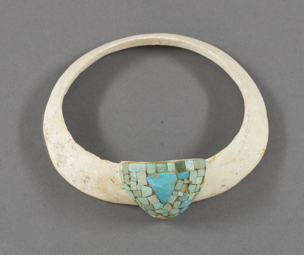 Hohokam%20artist%2C%20%3Cb%3E%3Ci%3E%20Bracelet%3C%2Fi%3E%3C%2Fb%3E%2C%20ca.%201850%2C%20turquoise%20and%20clamshell%2C%20The%20Elizabeth%20Cole%20Butler%20Collection%2C%20no%20known%20copyright%20restrictions%2C%202012.92.94