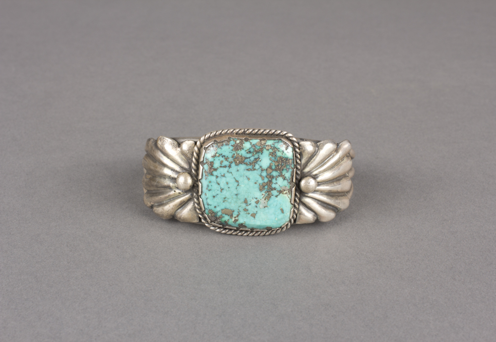 Navajo%20artist%2C%20%3Cb%3E%3Ci%3E%20Bracelet%3C%2Fi%3E%3C%2Fb%3E%2C%20ca.%201940%2C%20turquoise%20and%20silver%2C%20The%20Elizabeth%20Cole%20Butler%20Collection%2C%20no%20known%20copyright%20restrictions%2C%202013.38.14