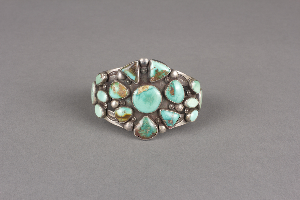 Navajo%20artist%2C%20%3Cb%3E%3Ci%3E%20Bracelet%3C%2Fi%3E%3C%2Fb%3E%2C%20ca.%201930%2C%20turquoise%20and%20silver%2C%20The%20Elizabeth%20Cole%20Butler%20Collection%2C%20no%20known%20copyright%20restrictions%2C%202013.38.16