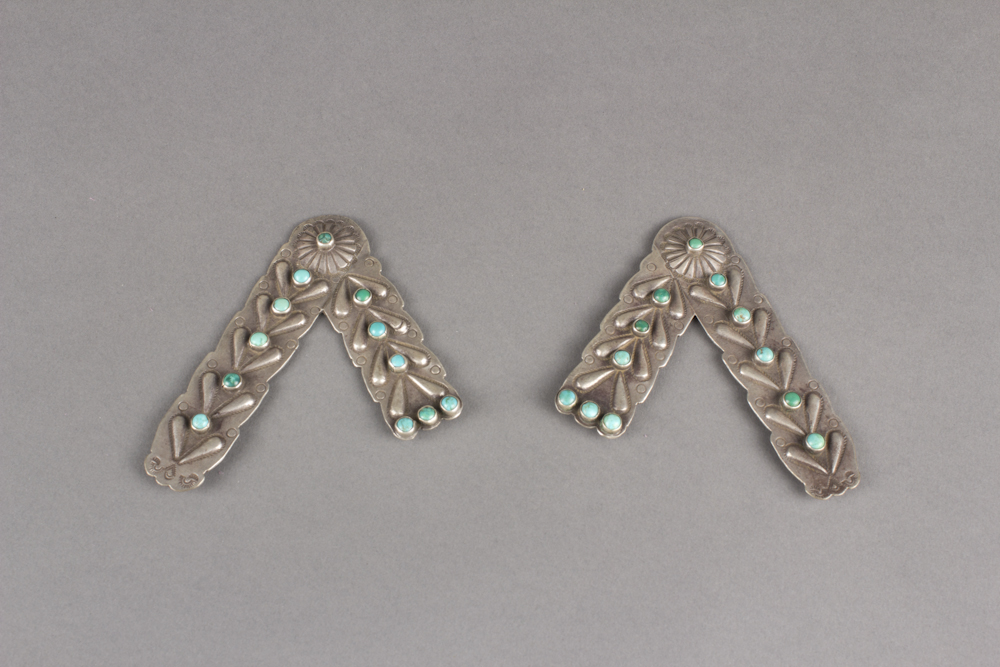 Navajo%20artist%2C%20%3Cb%3E%3Ci%3E%20Collar%20Tabs%3C%2Fi%3E%3C%2Fb%3E%2C%20ca.%201920%2C%20turquoise%20and%20silver%2C%20The%20Elizabeth%20Cole%20Butler%20Collection%2C%20no%20known%20copyright%20restrictions%2C%202013.38.18a%2Cb
