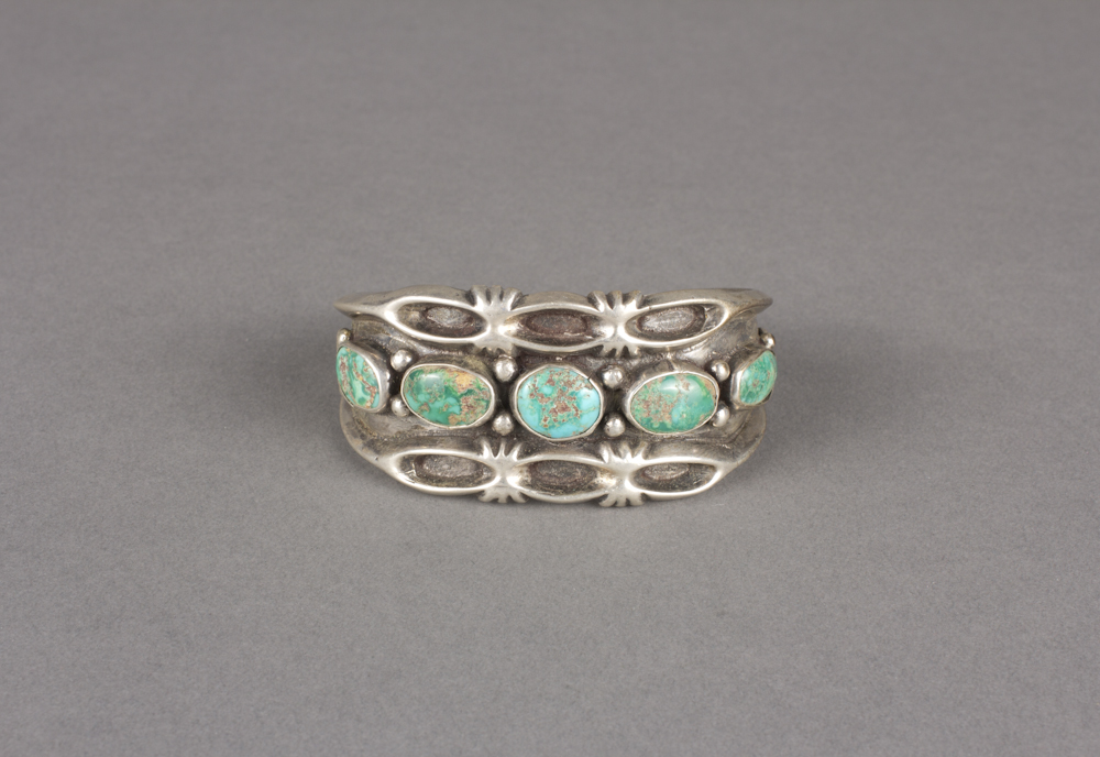 Navajo%20artist%2C%20%3Cb%3E%3Ci%3E%20Bracelet%3C%2Fi%3E%3C%2Fb%3E%2C%20ca.%201940%2C%20silver%20and%20turquoise%2C%20The%20Elizabeth%20Cole%20Butler%20Collection%2C%20no%20known%20copyright%20restrictions%2C%202013.38.28